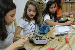 Alunos têm Aula Maker na Escola Elvira Brandão