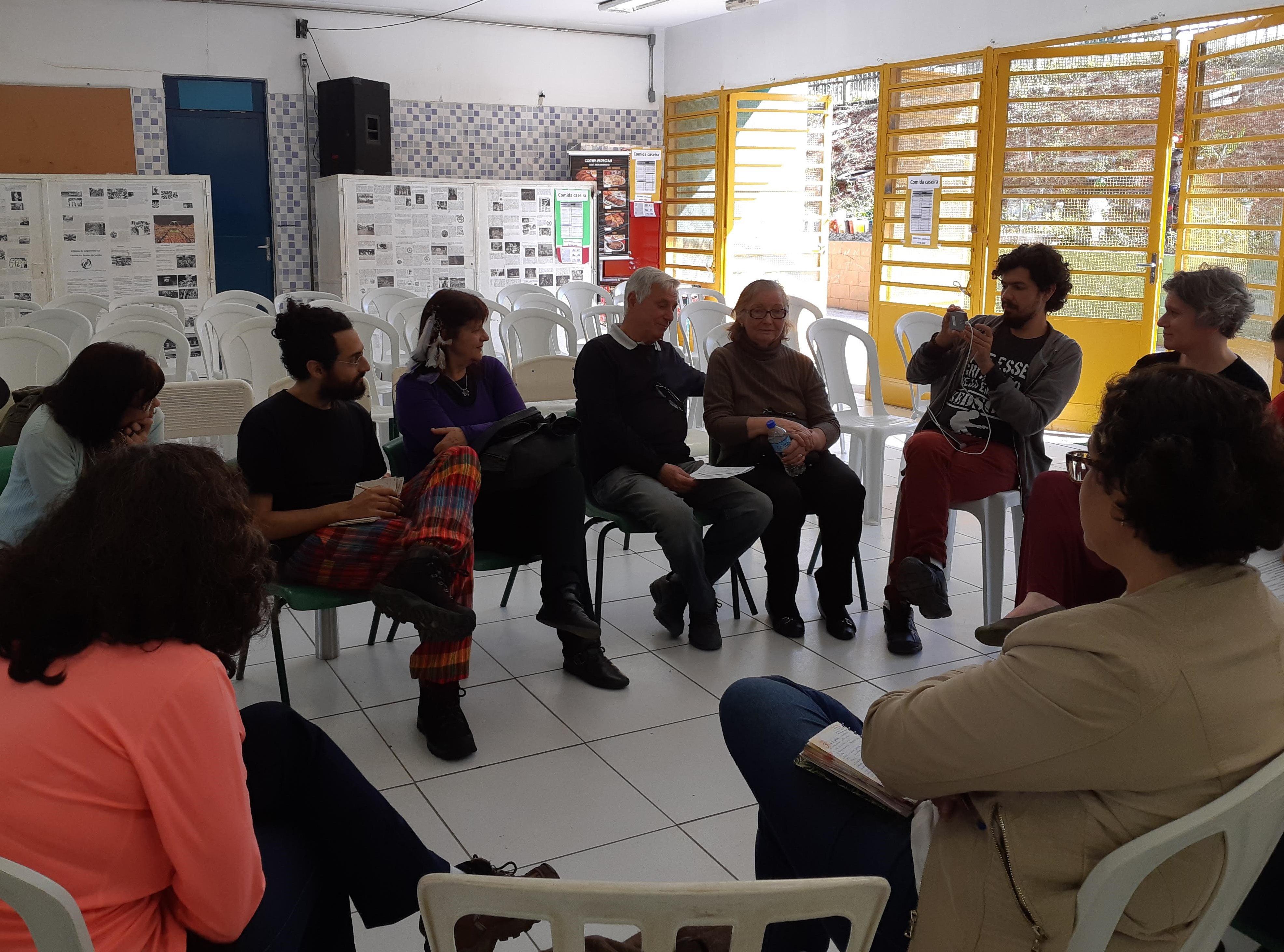 Roda de conversa durante Conane Paulista, realizada na A diretora faz uma apresentação sobre a EMEF Professor Enzo Antonio Silvestrin.