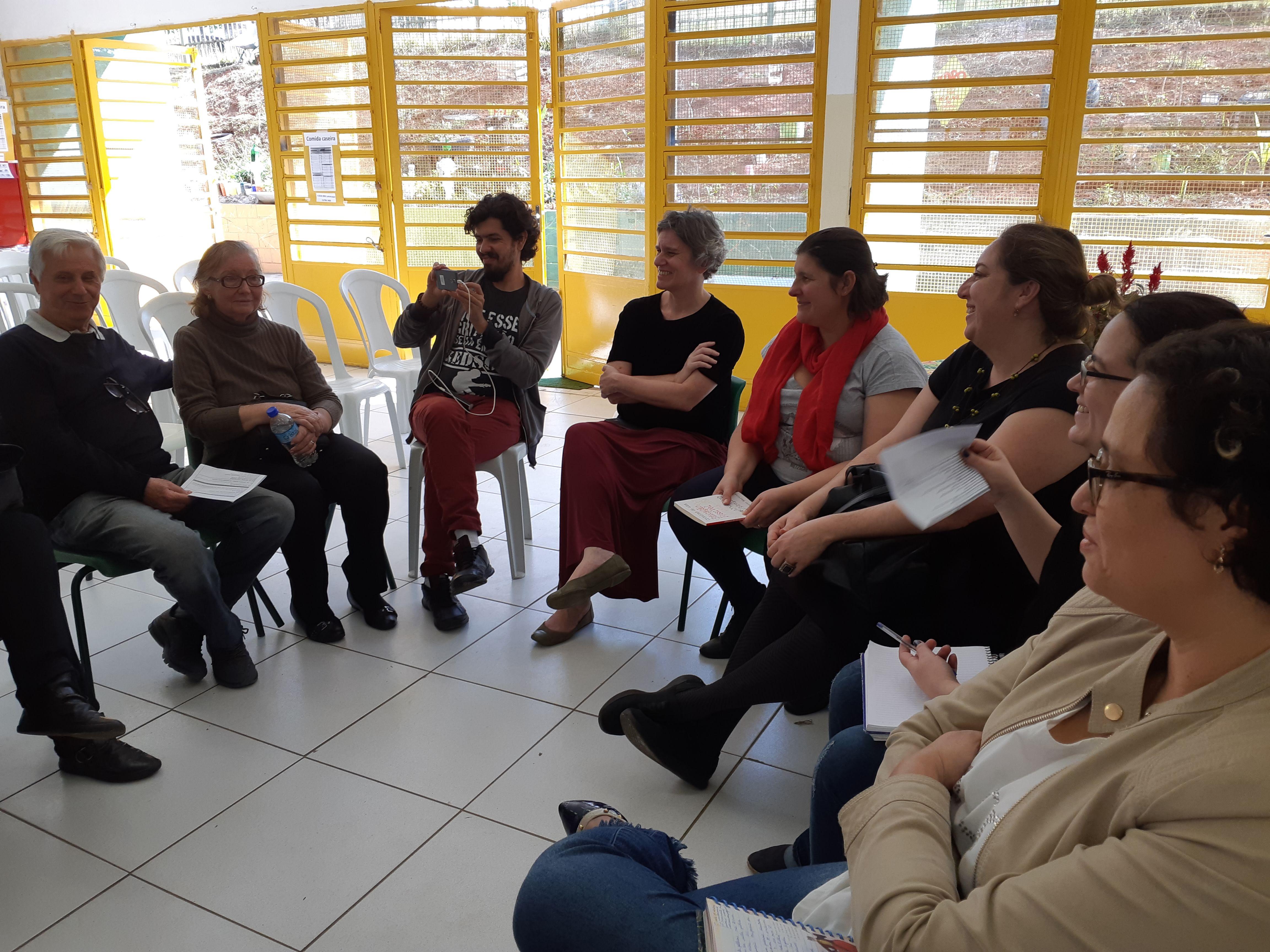 Representantes de escolas e organizações educativas debatem temas sobre educação