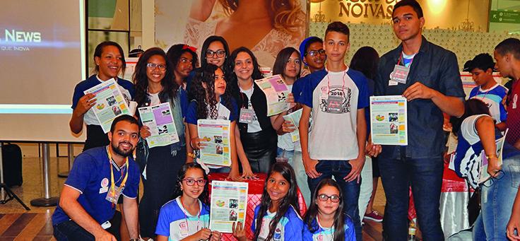 Educadores e estudantes criam revista digital para disseminar projetos inovadores de educação. Na foto, estudantes da escola Domingos de Melo