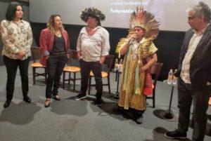 Débora Garcia, Andrea Pilar Marranquiel, Almir Suruí, Ninawa Huni Kuin e Marcelo Braga (Santa Rita Filmes), no lançamento da série