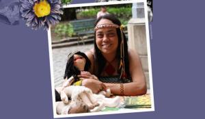 Aline Pachamama sorri e usa faixa na cabeça
