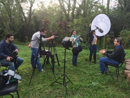 ¨Sementes da Educação: 6 pessoas trabalham durante gravação de episódio da série